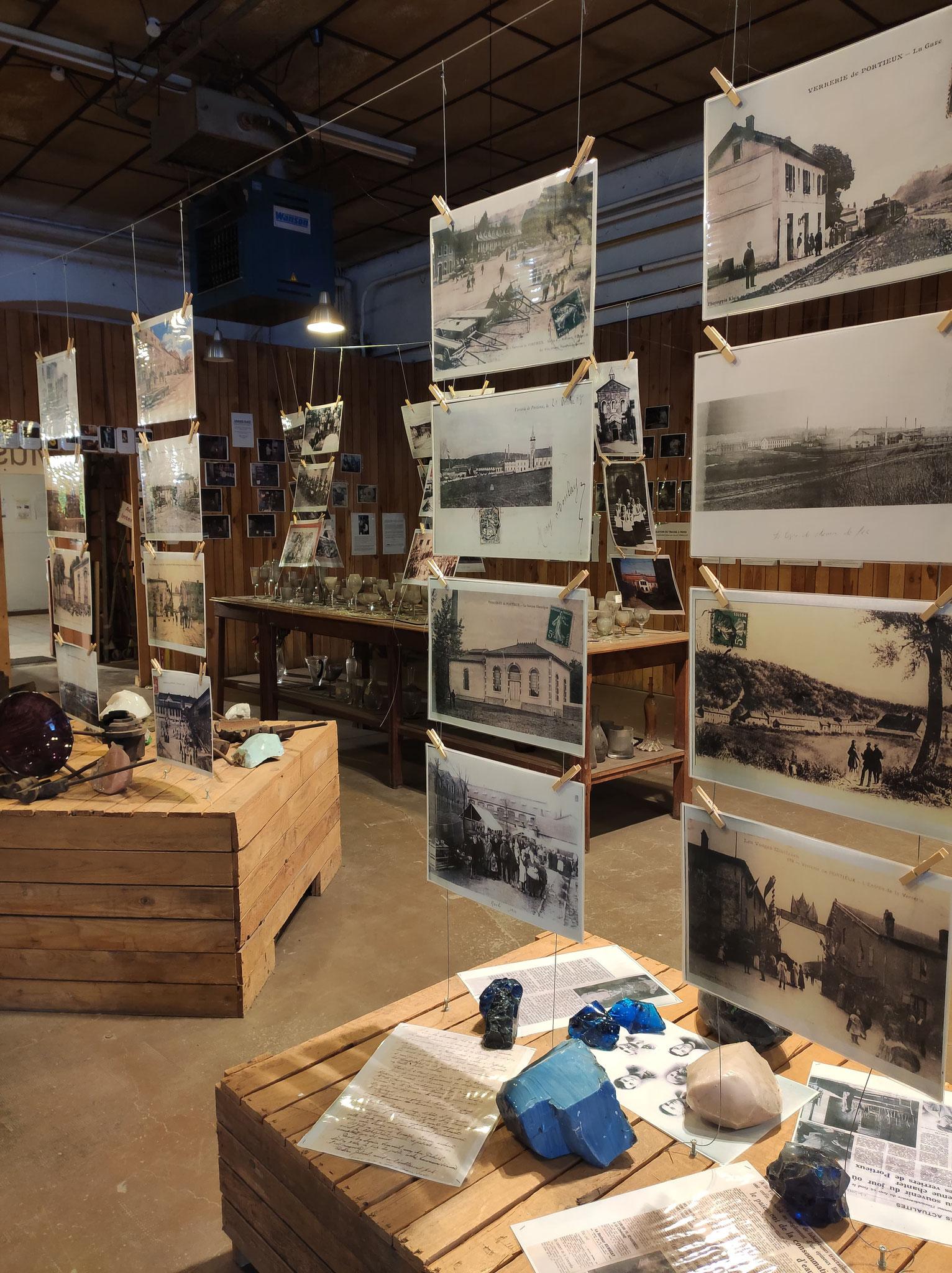 Photo écomusée présentant des photos d'archives et matériaux